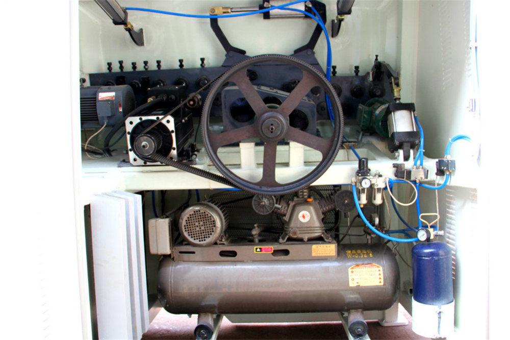 Mașină de îndoit CNC 4